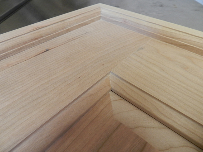 border-rails-glued-and-screwed-to-footboard
