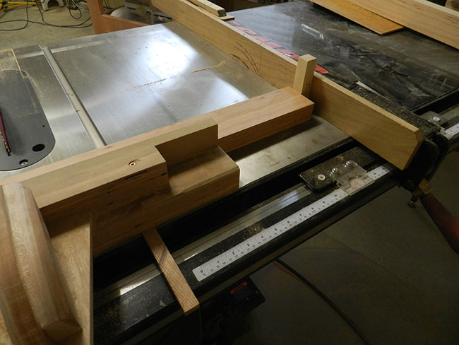 cutting-footboard-legs-equal-length-with-tablesaw-sled