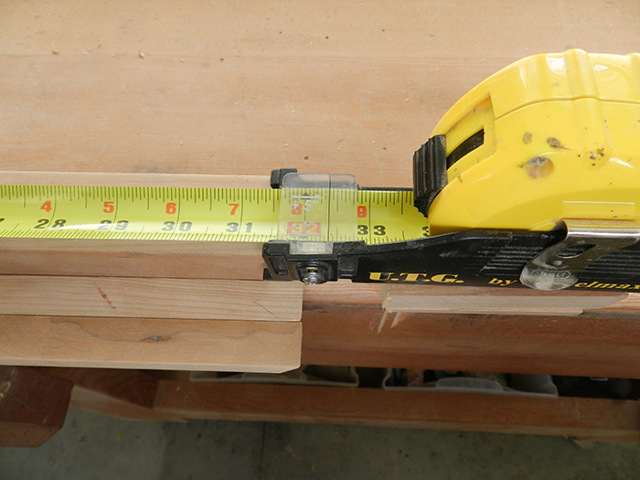 hairline-of-tape-measure-gauge-used-for-exact-measurement