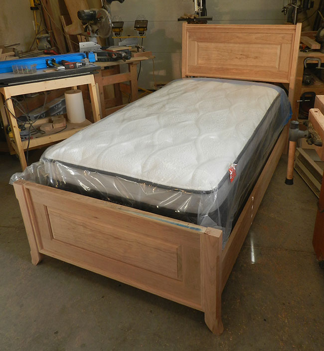100% Dowel Construction Bed Built In Article