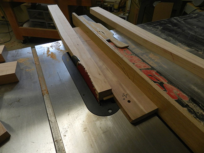 tapered-leg-of-bed-headboard-cut-in-tablesaw