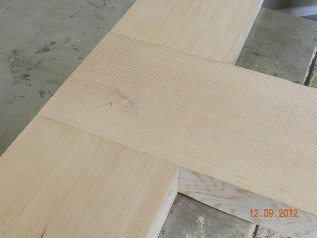 Half lap joint used for workbench leg to longitudinal rail connection.